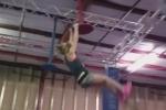 Màn vượt chướng ngại vật như ninja của cô bé 10 tuổi