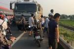 Xe khách gây tai nạn liên hoàn, đôi nam nữ thiệt mạng