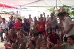 Video: Không khí cổ vũ bóng đá sôi động tại nhà cầu thủ Quang Hải