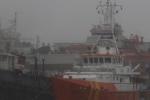 Cứu 11 ngư dân gặp nạn chơi vơi giữa biển trước lúc bão số 10 đổ bộ