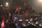 Video: Hàng vạn CĐV ra về sau trận đấu, đường Hà Nội tắc khủng khiếp