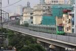 Anh: Tau duong sat tren cao Cat Linh - Ha Dong chay thu tren pho Ha Noi hinh anh 2