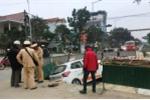 Taxi lao xuống hố công trình 'rùa bò' ở Huế, lái xe thương nặng