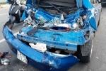 Video: Ngủ gật, tài xế xe tải tông nát 3 ô tô trên đại lộ