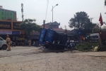 Lái xe tải qua đường ngang không rào chắn, tài xế bị tàu hỏa tông trọng thương
