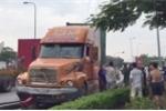 Va chạm với xe đầu kéo, 2 người đi xe máy thương vong trên quốc lộ 5