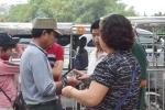 Dân phe mua lại vé thương binh ngay cổng VFF, hét giá gấp 4 lần