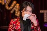 Quang Trung bật khóc như đứa trẻ khi bị fan trêu chọc