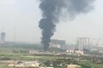 Clip: Cháy lớn trên đại lộ Thăng Long, khói đen bốc cao hàng chục mét
