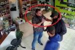 Ngây thơ tin lời chủ cửa hàng, băng cướp bị tóm gọn theo cách không tưởng