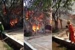 Clip: Cháy lớn thiêu rụi xưởng gỗ ở Hoài Đức, Hà Nội