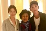Song Joong Ki và Song Hye Kyo để mặt mộc, thân thiện chụp ảnh tại Paris