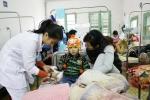 Trẻ ồ ạt nhập viện, mẹ cần phân biệt cảm lạnh với cảm cúm để cứu con