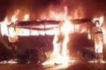 Xe buýt cháy như đuốc, 21 người bên trong thiệt mạng