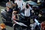 Gửi xe ở phố đi bộ Hồ Gươm, dân bị 'chặt chém' giá cắt cổ