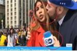 Clip: Đưa tin World Cup, nữ phóng viên bị sờ ngực, cưỡng hôn trên sóng trực tiếp
