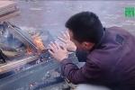 Lạnh dưới 10°C, dân thủ đô đốt lửa xua giá rét thấu xương