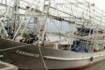 Đã liên lạc được với 11 thuyền viên bặt vô âm tín trong bão số 10