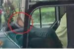 Lái xe bằng chân trên cao tốc TP.HCM – Trung Lương: Tài xế bị xử lý thế nào?