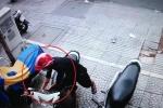 Clip: 'Siêu trộm' bẻ khóa xe máy trong 3 giây trên phố Sài Gòn