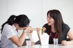 'Dở khóc dở cười' vì đồng nghiệp hay mang những món 'nặng mùi' đến văn phòng