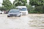 Mưa như trút vào sáng sớm, Đại lộ nghìn tỷ ở Hà Nội chìm trong biển nước