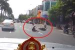 Clip: Chạy xe máy lạng lách đánh võng, thanh niên nhận cái kết đắng