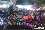 Video: Tắc đường kinh hoàng, chôn chân 5 tiếng mới rời được chợ Viềng