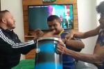 Vừa khiếm thính, vừa khiếm thị, CĐV Brazil 'xem' World Cup theo cách đặc biệt