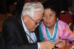 Đoàn tụ Hàn - Triều: Cha 89 tuổi lần đầu gặp con gái