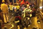 Đi 'bão' mừng chiến thắng, 2 xe máy đối đầu tan nát trên cầu Chương Dương