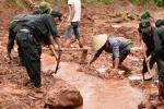 Video: Hàng chục người bới biển bùn tìm 5 nạn nhân mất tích do lũ ở Lai Châu