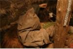 Bên trong bảo tàng phù thủy và chiếc quần 'xác chết' làm từ da người