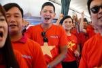 CDV Viet Nam cuong nhiet co vu thay tro Park Hang Seo tren khan dai Pakansari hinh anh 1