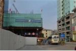 Dỡ rào chắn 'lô cốt' gây ùn tắc khủng khiếp ở Hà Nội
