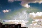 Xôn xao vật thể bay không xác định xuất hiện cùng mây xoắn ốc