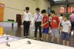 Xem học sinh tiểu học trổ tài điều khiển robot điêu luyện
