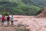 Nước lũ đỏ ngòm, cuồn cuộn quét qua huyện miền núi Sơn La