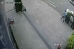 Chiếc ô tô 'bốc hơi' khi chủ vào cây ATM rút tiền