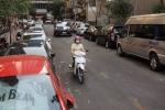 Đậu ô tô dưới lòng đường ở TP.HCM bị thu phí lên đến 170.000 đồng/xe