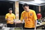 Video: Cận cảnh bữa ăn của Văn Lâm ở Muangthong United