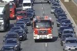 Xem tài xế nước ngoài nhường đường cho xe cứu hỏa