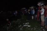 Xe máy chở 4 thanh niên lao thẳng xuống sông: Huy động 150 người tìm kiếm 2 nạn nhân