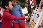 Độc đáo trẻ em Hà Nội vẽ tranh bằng chocolate