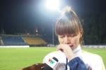 Vô địch SEA Games 29, đội trưởng tuyển nữ Việt Nam bật khóc nghẹn ngào