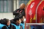 Sợ đội nhà thủng lưới, HLV Park Hang Seo 'trốn' sau cabin huấn luyện