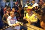 Danh tính tên côn đồ lái ô tô gây tai nạn, đâm gục người đi xe máy giữa phố Hà Nội