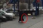 Rúng động: Bảo mẫu chặt đầu bé gái, mang thủ cấp đe dọa nổ tung ga tàu