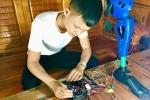 Sáng chế chân robot cho người khuyết tật của cậu bé trường làng