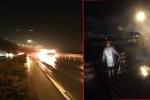 Xe khách bốc cháy ngùn ngụt, trơ khung sắt trên cầu Thanh Trì, Hà Nội